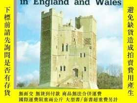 二手書博民逛書店Discovering罕見Castles in England