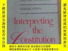 二手書博民逛書店Interpreting罕見The Constitution: