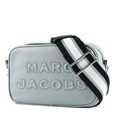 美國正品 MARC JACOBS 浮雕LOGO牛皮拉鍊寬背帶相機包-冰晶灰【現貨】