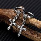 《 QBOX 》FASHION 飾品【E00N494】精緻個性圈扣吊飾十字架鈦鋼扣式耳環-防過敏