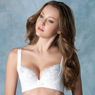 舒適透氣絲棉襯胸罩 脅邊加高、側魔翼包覆副乳提托向上呈現飽滿胸線 紗線和著金屬光澤的華麗刺繡蕾絲