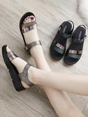 楔型鞋夏季平底女時尚中年中老年坡跟女士百搭厚底中跟媽媽涼鞋 韓國時尚週