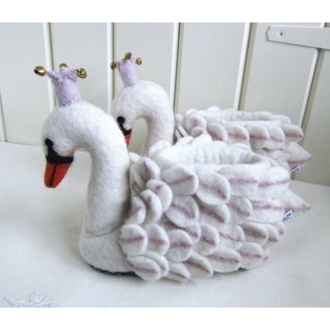 【英國 sew heart felt】放牧小羊羊毛氈鞋 (嬰兒鞋/彌月禮)--奧德特天鵝