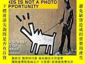 二手書博民逛書店This罕見Is Not A Photo Opportunity: The Street Art of Banks
