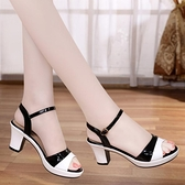 魚口鞋 2021夏季新款魚嘴涼鞋女粗跟百搭夏天中跟一字扣帶高跟鞋 風尚