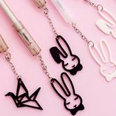 【BlueCat】黑白紙鶴瞇眼兔子吊飾中性筆