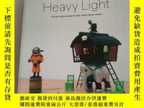 二手書博民逛書店Heavy罕見Light: Recent Photography and VideY273911 出版2