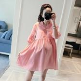漂亮小媽咪 襯衫洋裝【D8112】 純色 中袖 V領 開襟 襯衫 棉麻 娃娃裙 寬鬆 孕婦裝 洋裝