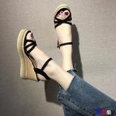 貝貝居 楔型涼鞋 涼鞋 高跟 坡跟 防水臺 鬆糕 厚底 一字扣帶 女鞋