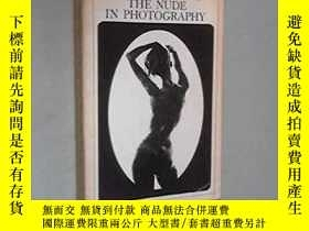 二手書博民逛書店The罕見history of the nude in phot