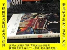 二手書博民逛書店英文原版罕見LIFE WORLD LIBARY:THE LOW