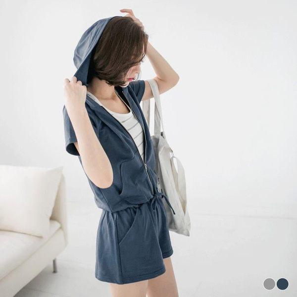 OB嚴選《BA2227-》拉鍊造型腰鬆緊綁帶連帽連身短褲.2色--適 S~L