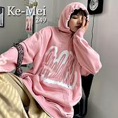 克妹Ke-Mei【AT70233】BABY粉紅甜心字母圖印寬鬆連帽T恤洋裝