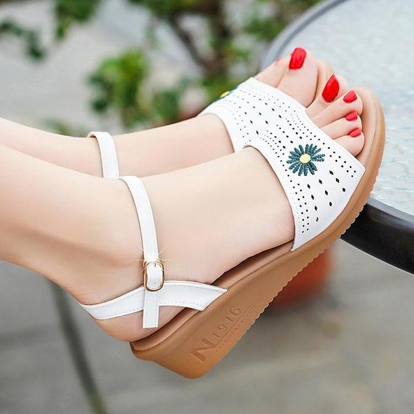 楔形涼鞋 2021夏季足意爾康女鞋坡跟真皮休閒平底防滑媽媽鞋清倉特價女涼鞋 伊蘿 99免運