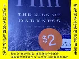 二手書博民逛書店【The罕見risk of darkness】以圖為準Y389123 英文 英文 出版2005