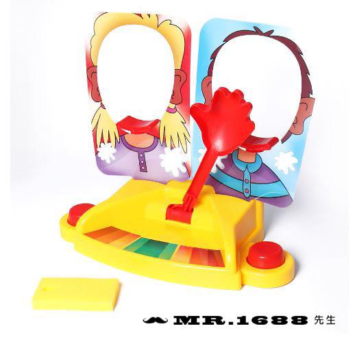 現貨/桌游雙人奶油打臉機 整蠱玩具第二代奶油打臉砸派機 新年聚會樂桌遊【Mr.1688先生】