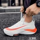2021新款輕便運動男透氣青少年學生跑步鞋增高百搭防滑飛織網面鞋 3C優購