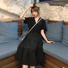 大碼洋裝2020夏季過膝寬鬆v領小黑裙女韓版學生大碼胖mm遮肚子顯瘦連身裙 雲朵走走