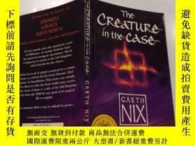 二手書博民逛書店The罕見creature in the case:箱子裏的生物Y212829