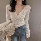 2021春裝新款v領蕾絲打底衫女性感網紗內搭法式上衣洋氣高檔小衫 「雙11狂歡購」
