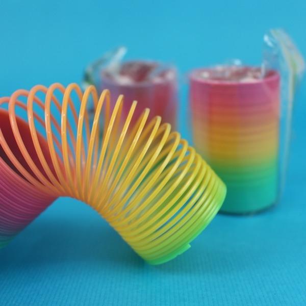 彈簧圈 小 妙妙圈 彩虹圈 童玩/一袋12個入{促15} 彩色塑料~CF93159