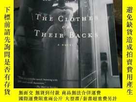 二手書博民逛書店The罕見Clothes on Their BacksY1538