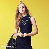 【SHOWCASE】鏤空銀飾V領開叉襬合身無袖針織洋裝(黑/粉)