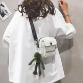 新款女包包2019女小包包帆布斜挎小包裝手機2020潮可愛卡通單肩包