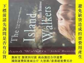 二手書博民逛書店【英文原版】The罕見Island Walkers 這個島步行者 ( 如圖)Y25633 John Bemro