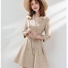復古風V領格紋雙排釦腰綁帶奶茶色七分袖連身裙洋裝[63330-KF]美之札-刺繡 綁帶