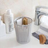 ✭慢思行✭【P448】仿籐編鏤空收納桶(中) 垃圾桶 家用 塑料 無蓋 多功能 小紙簍 廚房 客廳