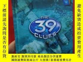 二手書博民逛書店IN罕見TOO DEEP THE 39 CLUES【精裝本】Y1