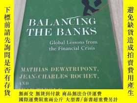 二手書博民逛書店Balancing罕見The Banks: Global Les