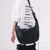 情侶斜背包卡扣休閒男士百搭女機能工裝風郵差包 蓓娜衣都