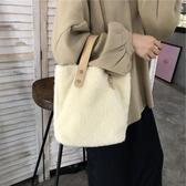 手提包包包女2019新款秋冬ins羊羔毛少女時尚百搭簡約大容量側背手提包 聖誕交換禮物