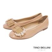 Tino Bellini 綺麗珍珠皮帶飾釦平底娃娃鞋_ 膚F83015