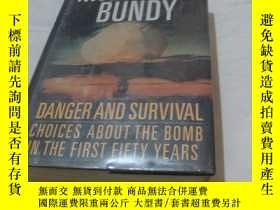 二手書博民逛書店DANGER罕見AND SURVIVAL CHOICES ABO