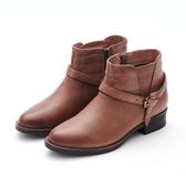 MICHELLE PARK 人氣宣言 皮帶小結拉鍊低跟短靴-橘棕