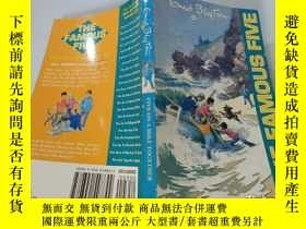 二手書博民逛書店Five罕見On A Hike Together:五個人一起遠足Y200392