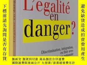 二手書博民逛書店法文原版罕見L égalité en danger ? : Discrimination, intégration