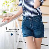 牛仔短褲--韓版時尚皺褶設計後口袋圖騰繡花反摺牛仔短褲(藍M-3L)-C103眼圈熊中大尺碼