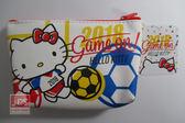 Hello Kitty 凱蒂貓 世足 十字紋零錢包 收納包 踢球 KRT-262443