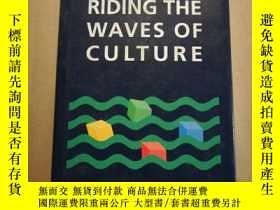二手書博民逛書店Riding罕見the Waves of Culture: Un