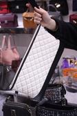 小香香奈兒Chanel菱格流浪包手拿包羊皮全黑/黑白配色韓國東大門批發預購特價