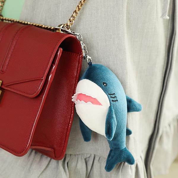 [15cm] 鯊魚抱枕 大鯊魚娃娃 鯊魚玩偶 鯊魚吊飾 鯊魚靠枕 絨毛玩偶【RS1132】