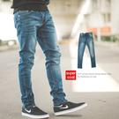 牛仔褲 經典百搭中藍刷色素面小直筒牛仔褲...