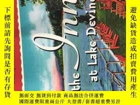 二手書博民逛書店The罕見Inn at Lake Devine(32開平裝本,行