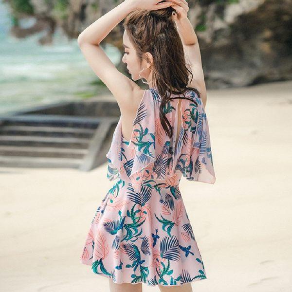 梨卡★現貨 - 大罩杯可穿優雅甜美[顯瘦+遮到腿]加大尺碼加厚胸墊印花四角連身泳衣裙式泳裝CR445
