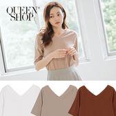 Queen Shop【01096159 】簡約素色V領棉質上衣 三色售*現+預*