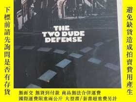 二手書博民逛書店The罕見two dude defenseY17030 Walt